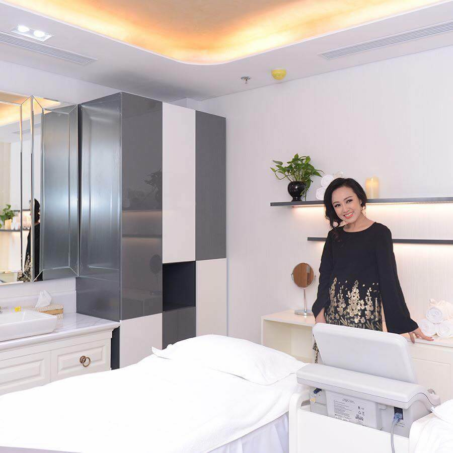 hoa-phu-ban-giao-noi-that-saigon-smile-spa